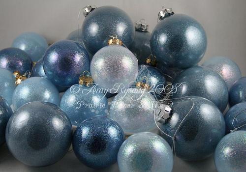 Ornaments_nov_2008_by_amyr