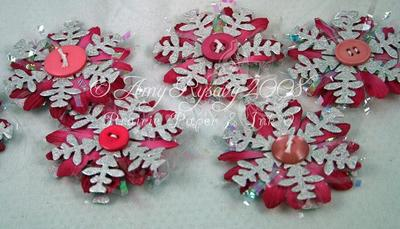 Pearl_and_pink_daisy_snowflake_or_2