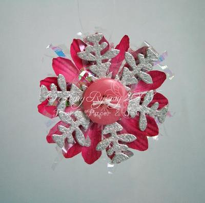Pearl_and_pink_daisy_snowflake_orna