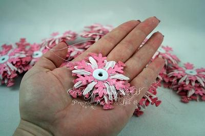 Pink_daisy_snowflake_ornaments_2_by